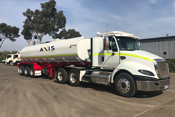 Water tanker and prime mover